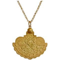 18 Karat Yellow Gold Satin Finish Pendant Chain Necklace