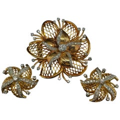 18 Karat Yellow Gold Set Brooch / Clip-On Earrings with Diamonds