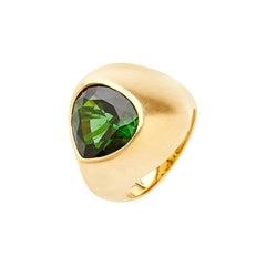 18 Karat Yellow Gold Signet Ring Set with 5.69 Carat Brazilian Green Tourmaline