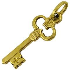 18 Karat Yellow Gold Skeleton Key Charm Pendant