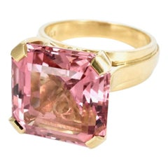 18 Karat Yellow Gold Square Pink Tourmaline Cocktail Dress Ring