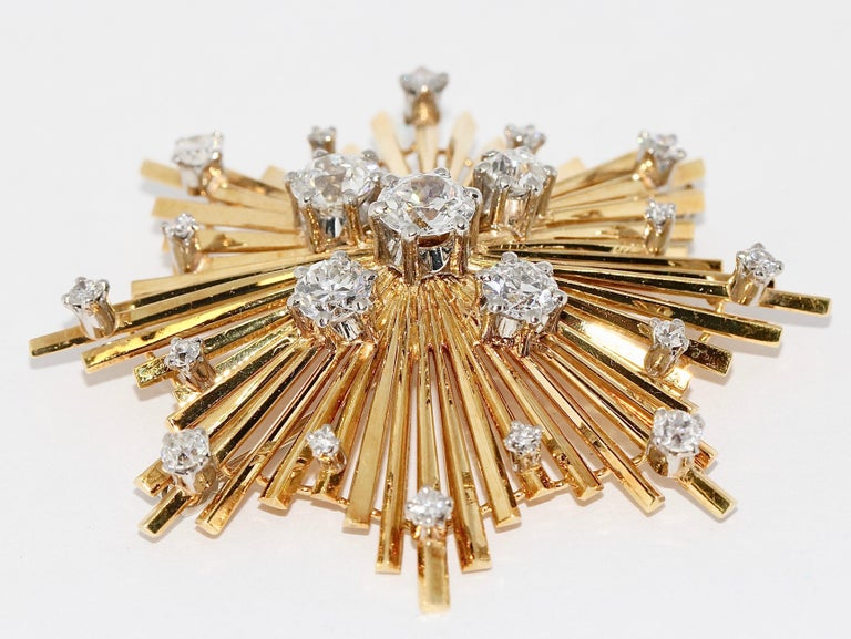 18 Karat Gold Brooch with Diamonds.  Enchanting gold brooch, set with many old cut diamonds. The five large, central diamonds each have a size of approx.:  0.23 carat 0.33 carat 0.35 carat 0.6 carat 0.7 carat  The diamonds have a natural white color