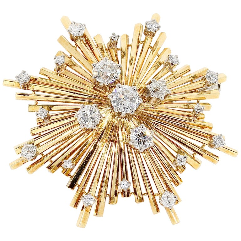 """18 Karat Yellow Gold """"Star"""" Brooch, with Diamonds For Sale"""
