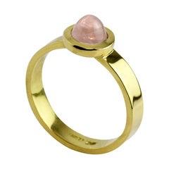 18 Karat Yellow Gold Sugar Loaf Rose Quartz Ring