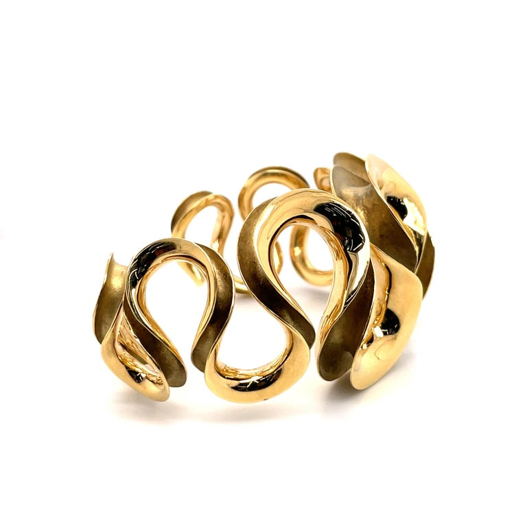 18 Karat Yellow Gold Swirl Cuff Bangle 47.6 Grams In New Condition For Sale In New York, NY