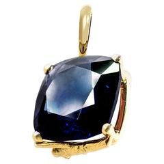 18 Karat Yellow Gold Tea Contemporary Pendant Necklace with 4,61 Carats Sapphire