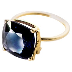 18 Karat Yellow Gold Tea Contemporary Ring with 3.73 Carats Blue Sapphire