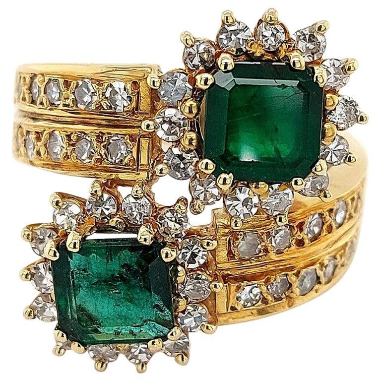 18 Karat Yellow Gold Toi et Moi Colombian Emeralds, Diamond Ring For Sale