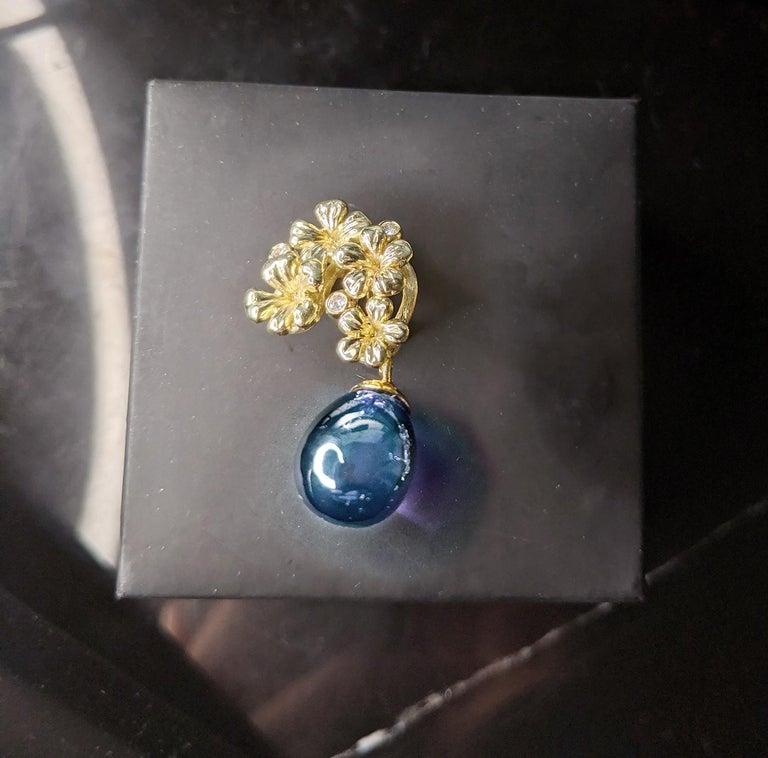 18 Karat Yellow Gold Transformer Drop Modern Brooch with Diamonds and Blue Topaz For Sale 1