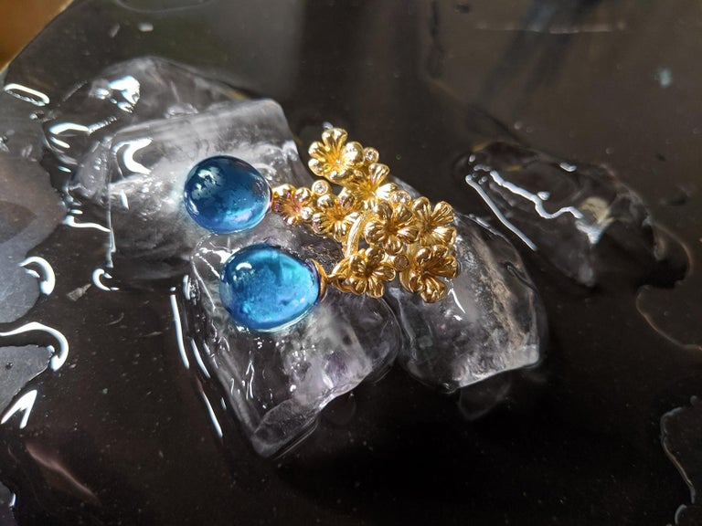 18 Karat Yellow Gold Transformer Drop Modern Brooch with Diamonds and Blue Topaz For Sale 3