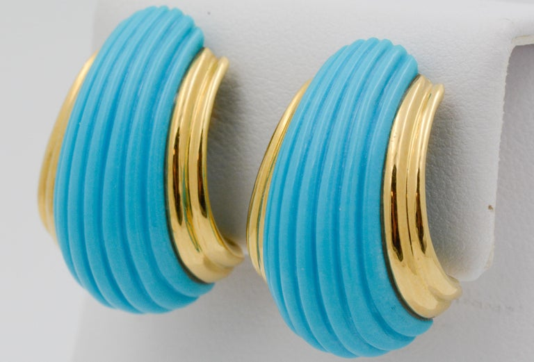 18 Karat Yellow Gold Turquoise Contemporary Clip-On Earrings In Excellent Condition In Dallas, TX