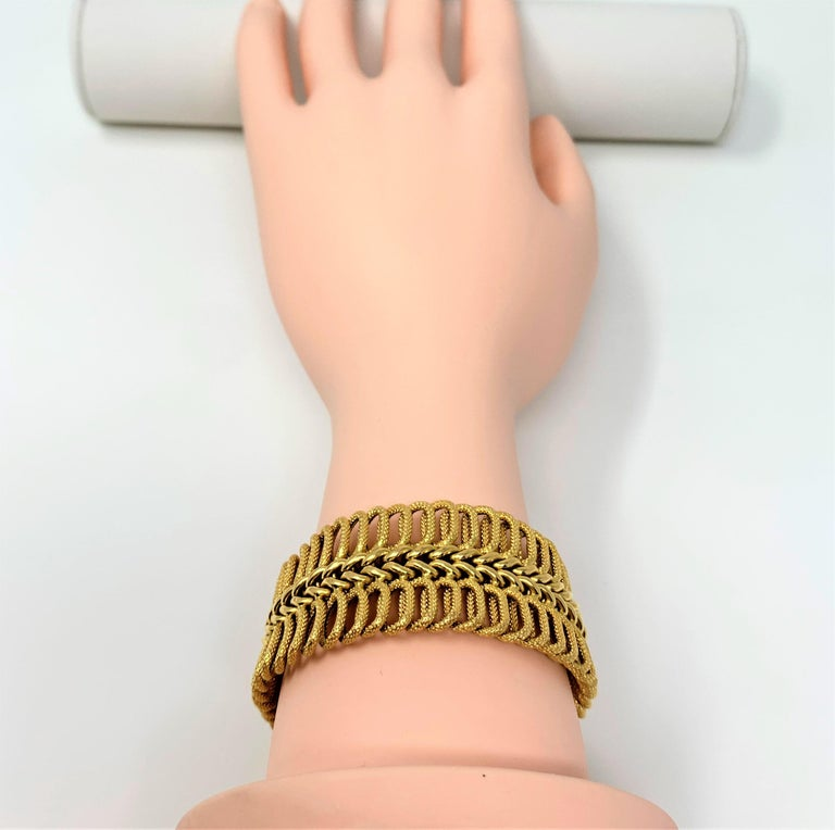 18 Karat Yellow Gold UnoAErre Wide Fancy Link Bracelet 3