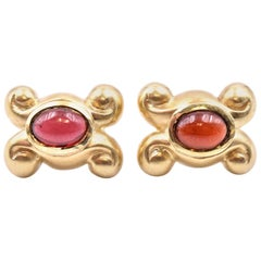 18 Karat Yellow Gold Vintage Cabochon Cut Bezel Set Garnet Earrings