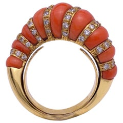 18 Karat Yellow Gold Vintage Ring with Coral and Diamonds