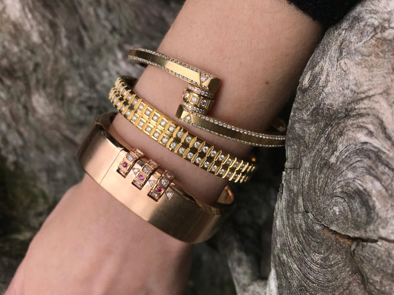 Women's or Men's 18 Karat Yellow Gold White Diamond Double Carousel Bracelet For Sale