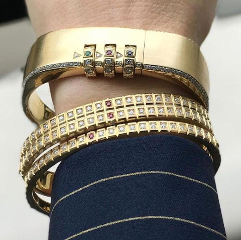18 Karat Yellow Gold White Diamond Double Carousel Bracelet For Sale 1