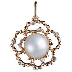 18 Karat Yellow Gold White South Sea Pearl and Diamonds Pendant