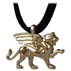 18 Karat Yellow Gold Winged Lion Griffin Pendant Necklace 1 inch wide