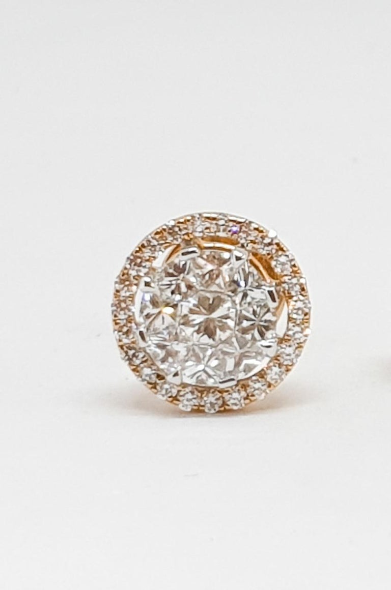 18 Karat Yellow and White Gold Diamond Studs In New Condition For Sale In MUMBAI, IN