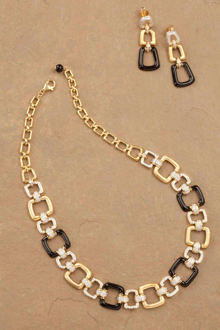 Round Cut 18 Karat Yellow Gold Black Onyx and Diamond Necklace For Sale