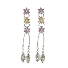 18 Karat Gold Pair of Earrings in White Gold from Flower Blossom Collection