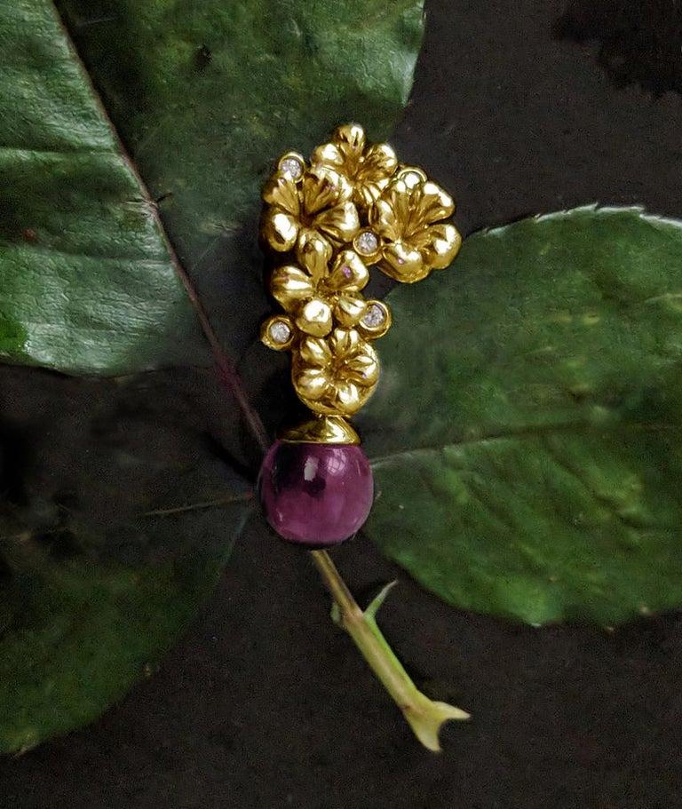 Round Cut 18 Karat Gold Blossom Pendant Necklace 0.15 Carat Diamonds, Featured in Vogue For Sale