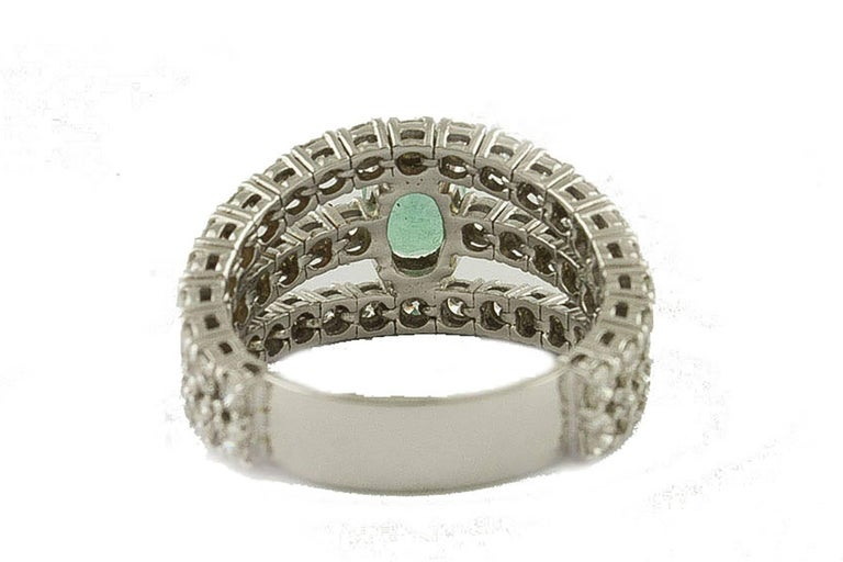 Emerald  Diamonds White Gold Engagement Ring In Good Condition For Sale In Napoli, IT