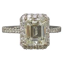 18 Kt White Gold Emerald Cut Diamond Ring