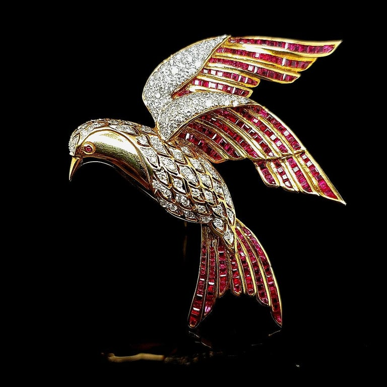 18 Karat Yellow Gold Bird of Paradise Brooch / Pendant with Diamonds and Ruby For Sale 5