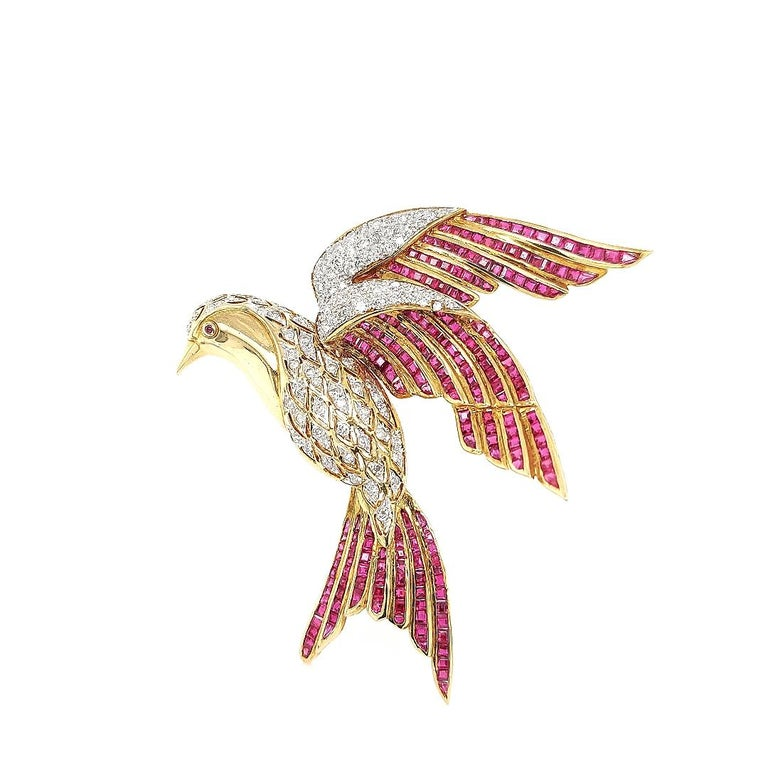 Brilliant Cut 18 Karat Yellow Gold Bird of Paradise Brooch / Pendant with Diamonds and Ruby For Sale