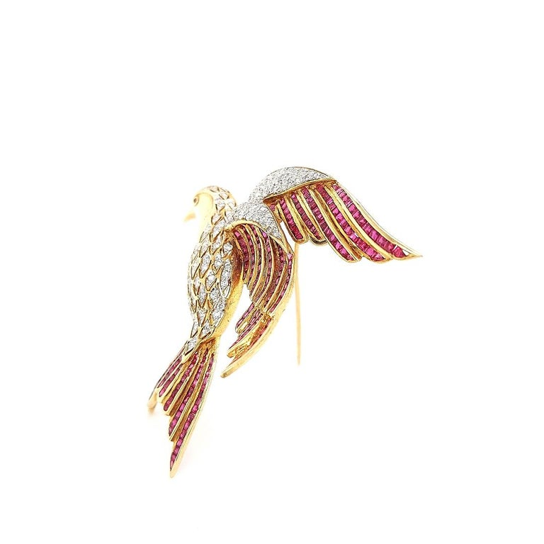 18 Karat Yellow Gold Bird of Paradise Brooch / Pendant with Diamonds and Ruby For Sale 2