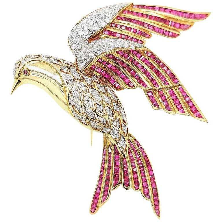 18 Karat Yellow Gold Bird of Paradise Brooch / Pendant with Diamonds and Ruby For Sale