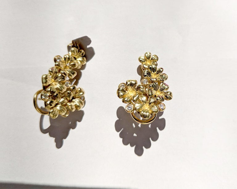 18 Karat Gold Cocktail Earrings with Diamonds and Blue Paraiba Tourmalines For Sale 1