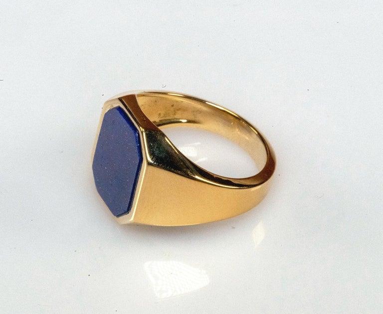 Modern 18 Karat Yellow Gold Lapis Lazuli Ring For Sale