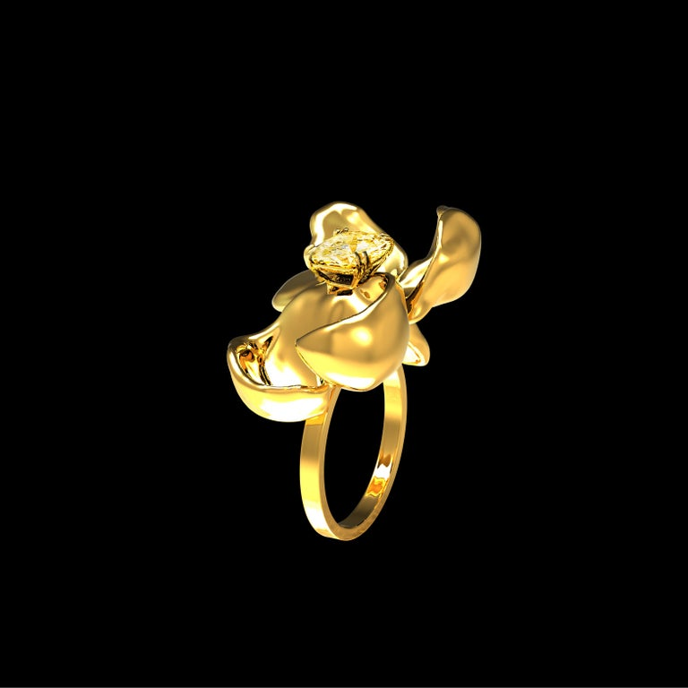 18 Karat Yellow Gold Magnolia Ring with GIA Certified 1.1 Carat Yellow Diamond In New Condition For Sale In Berlin, Berlin