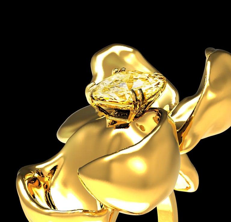 Women's or Men's 18 Karat Yellow Gold Magnolia Ring with GIA Certified 1.1 Carat Yellow Diamond For Sale