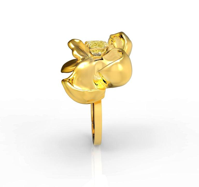 18 Karat Yellow Gold Magnolia Ring with GIA Certified 1.1 Carat Yellow Diamond For Sale 1