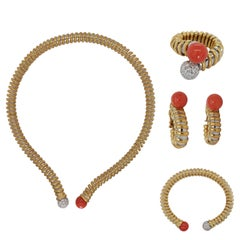 18 Karat Gold Set of Necklace, Bracelet, Earrings & Rings with Coral & Diamonds