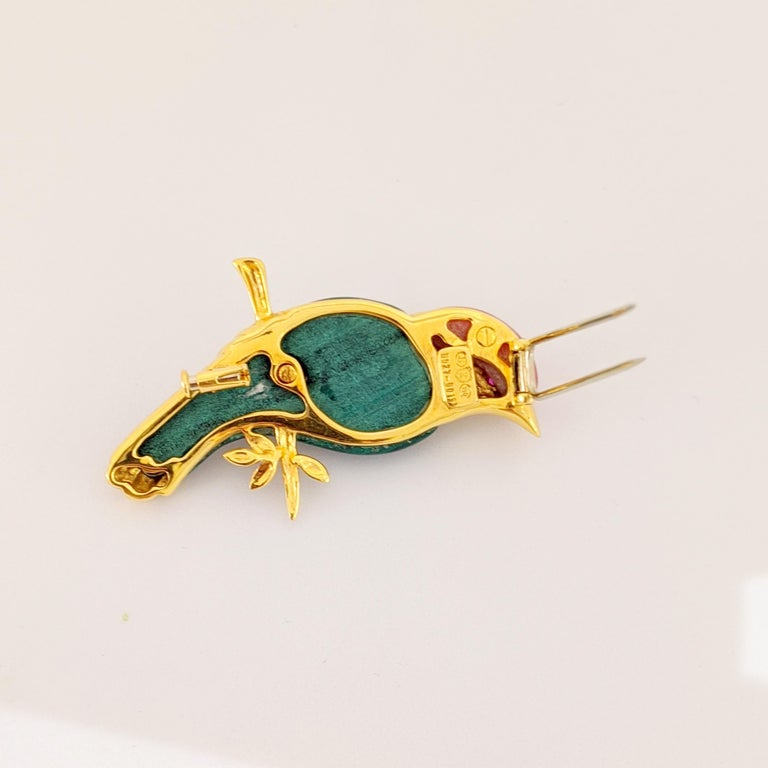 Modern 18 Karat Yellow Gold Sparrow Bird Brooch with Diamonds, Malachite and Pink Agate For Sale