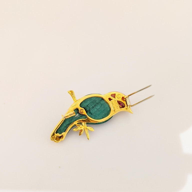 18 Karat Yellow Gold Sparrow Bird Brooch with Diamonds, Malachite and Pink Agate In New Condition For Sale In New York, NY