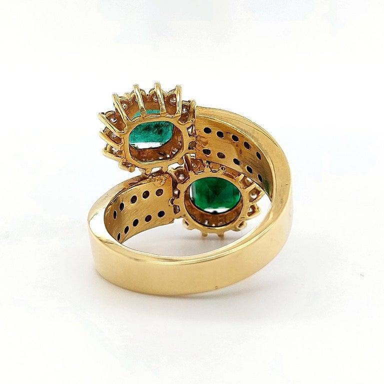 18 Karat Yellow Gold Toi et Moi Colombian Emeralds, Diamond Ring For Sale 4