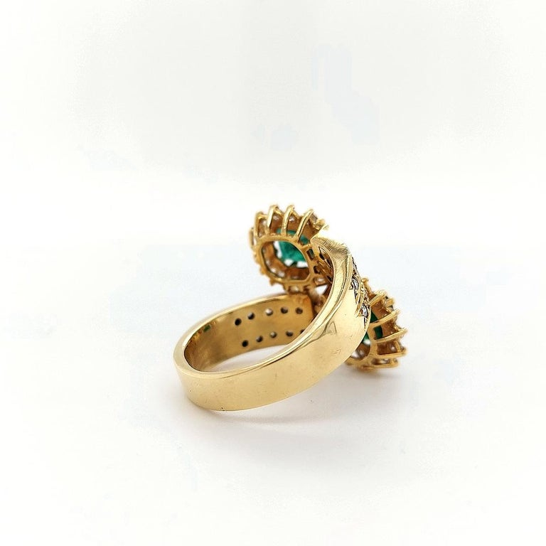 18 Karat Yellow Gold Toi et Moi Colombian Emeralds, Diamond Ring For Sale 6