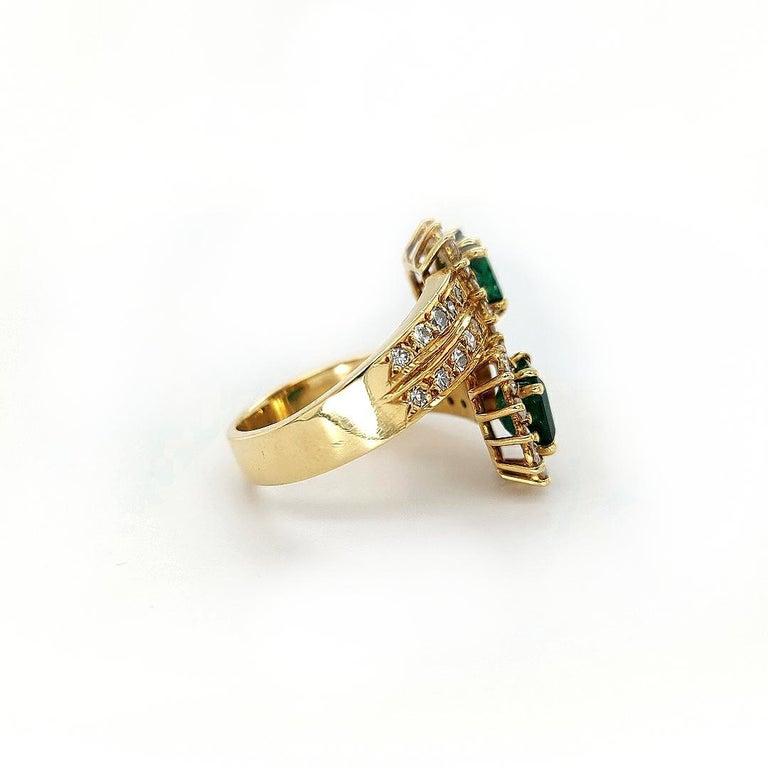 18 Karat Yellow Gold Toi et Moi Colombian Emeralds, Diamond Ring For Sale 7