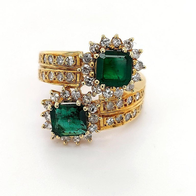 Round Cut 18 Karat Yellow Gold Toi et Moi Colombian Emeralds, Diamond Ring For Sale