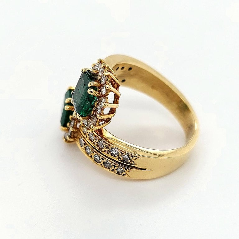 Women's or Men's 18 Karat Yellow Gold Toi et Moi Colombian Emeralds, Diamond Ring For Sale