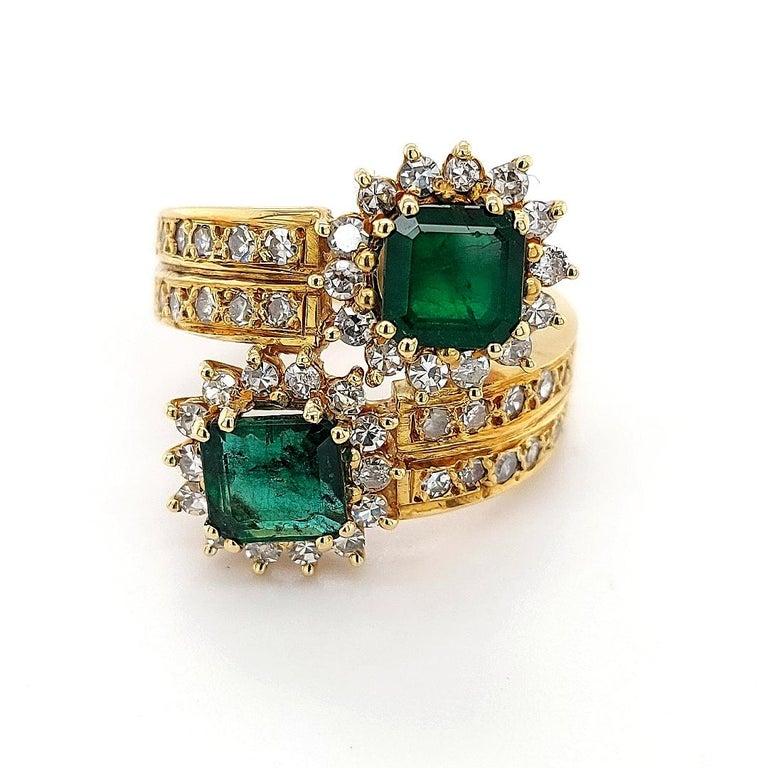 18 Karat Yellow Gold Toi et Moi Colombian Emeralds, Diamond Ring For Sale 1