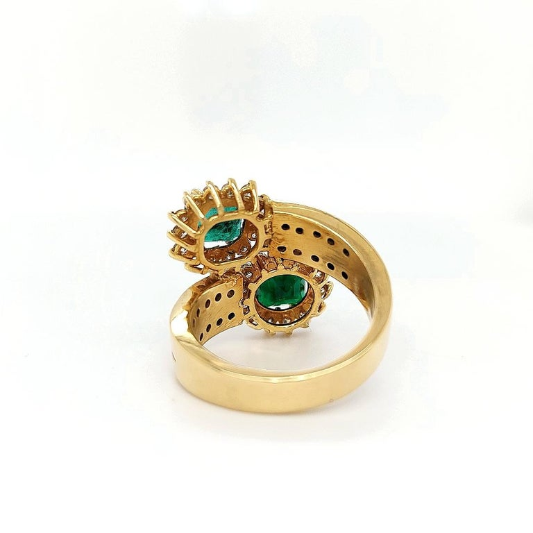 18 Karat Yellow Gold Toi et Moi Colombian Emeralds, Diamond Ring For Sale 3