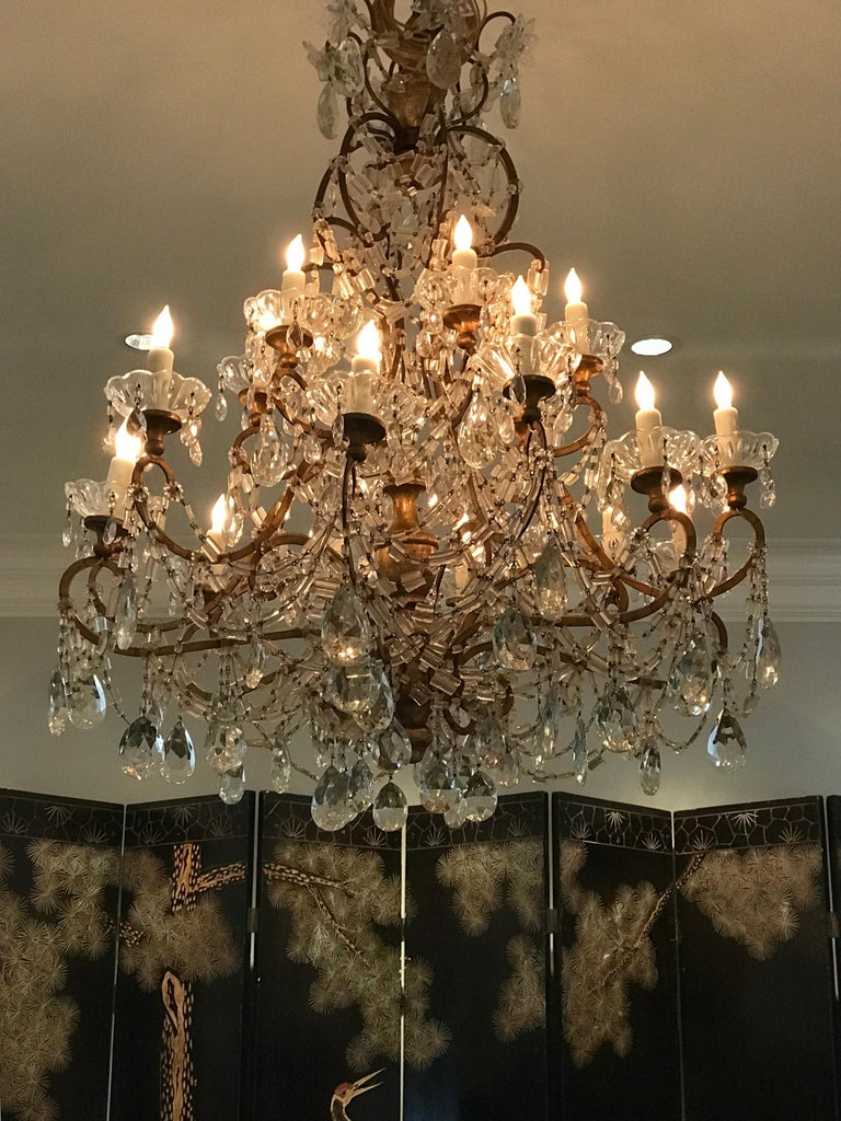 18 Light Italian Crystal Chandelier For Sale 1
