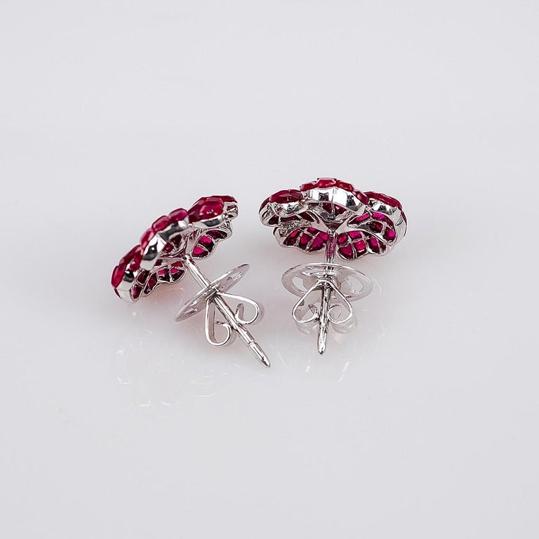 Round Cut 18 white gold flower Ruby invisible Stud Earrings For Sale