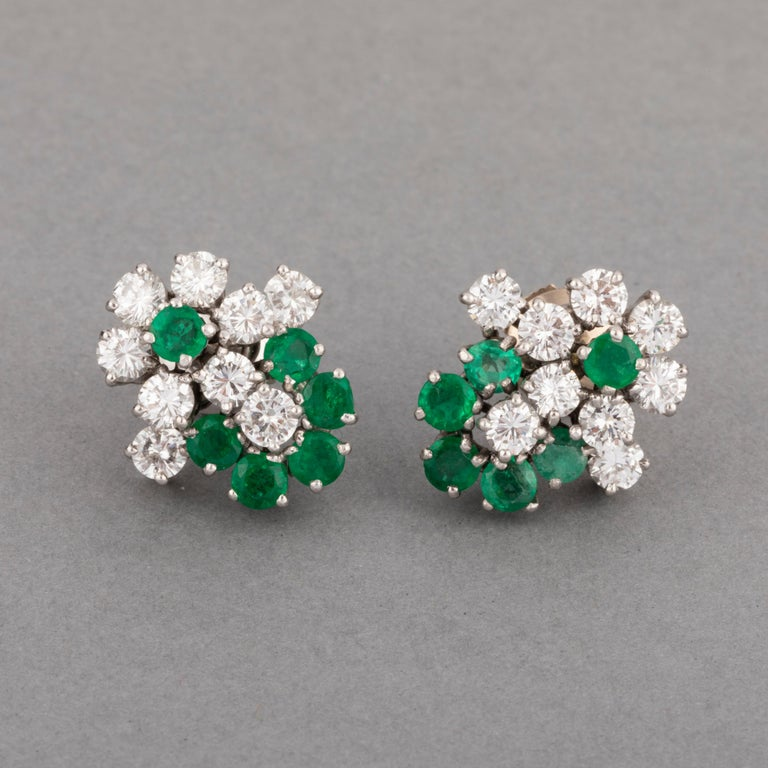 1.80 Carat Diamonds and 1.20 Carat French Emeralds Earrings In Good Condition For Sale In Saint-Ouen, FR